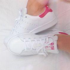 d4b76a16477f 19 meilleures images du tableau Sneakers