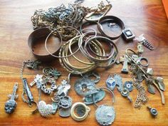 Costume jewelry found in 2012 Metal Detecting Finds, Metal Detector, Costume Jewelry, How To Find Out, Art Pieces, Objects, Gold, Detector De Metal, Artworks