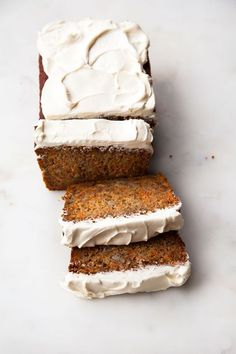 Honey Carrot Banana Loaf - A lightly spiced cross between a delicious carrot cake and decadent banana bread - all sweetened with honey and no refined white sugars. Just Desserts, Delicious Desserts, Dessert Recipes, Yummy Food, Desserts With Honey, Autumn Desserts, Think Food, Love Food, Honey Carrots