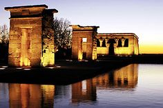 "El Templo de Debod - just one of many places in Madrid where you can escape the madness of the city centre with a loved one. To see our other thoughts and recommendations, make sure to look at our latest blog article, ""Descubre el Madrid más romántico: Madrid en San Valentín"""