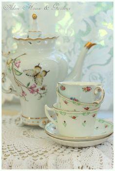 Aiken House  Gardens: Tea Time