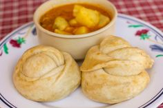 Fluffy steamed tingmo is a Tibetan bread. Tingmo is usually served as accompaniment of fried vegetables, soup or curry.