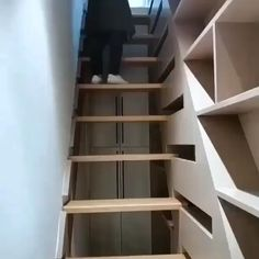 Home Stairs Design, Home Room Design, Tiny House Design, Modern House Design, Home Interior Design, Stair Design, Modern Houses, Woodworking Projects That Sell, Woodworking Plans