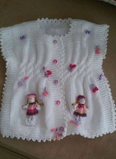 modified poncho, w/ baby doll embellishments. Baby Vest, Baby Cardigan, Easy Crochet Patterns, Baby Knitting Patterns, Knitting For Kids, Hand Knitting, Knitted Baby Clothes, Yarn Shop, Baby Kind