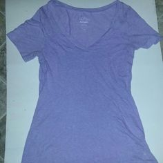 XS Old Navy shirt Lightly worn. In excellent condition. Reasonable offers accepted. Old Navy Tops Tees - Short Sleeve