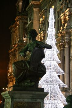 Christmas tree in front of the Hotel de Ville via Paris Through My Lens