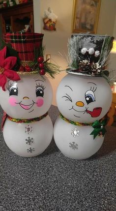 Office Christmas Decorations, Homemade Christmas Decorations, Snowman Decorations, Easy Christmas Crafts, Snowman Crafts, Christmas Centerpieces, Christmas Projects, Christmas Wreaths, Christmas Ornaments
