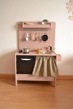 Wooden toy kitchen. Macarena Bilbao. BAM model