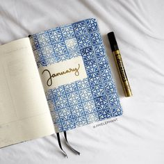 It is always super difficult to come up with a theme. Here is a list of over 100 bullet journal theme ideas organized by month. Bullet Journal Doodles, Bullet Journal Prompts, January Bullet Journal, Bullet Journal Quotes, Bullet Journal Cover Page, Bullet Journal Spread, Bullet Journal Ideas Pages, Bullet Journal Layout, Bullet Journal Inspiration