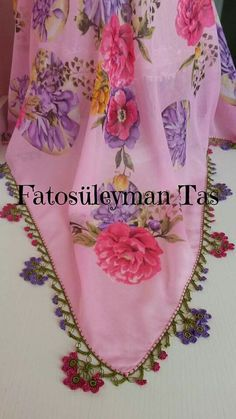 This Pin was discovered by Fik Tatting, Projects To Try, Elsa, Create, Lace, Flower Necklace, Diy Kid Jewelry, Necklaces, Felting