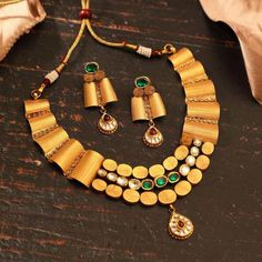 Our increased gold jewellery preoccupation is persistent, and such blush-toned correct is flawless for delivering personal outfits that in fact pretty boldly colored trace. Gold Jewellery Design, Gold Jewelry, Gold Necklaces, Gold Bangles, Jewelry Art, Gold Earrings, Antique Jewelry, Gold Set Design, Schmuck Design
