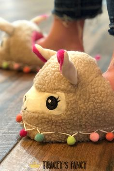I think when you are 8 months pregnant you could probably get away with wearing these adorable Llamas anywhere! – By Tracey's Fancy Baby Shower Fancy Baby Shower, Boho Baby Shower, Girl Shower, Trendy Baby Boy Clothes, Baby Boy Outfits, Baby Boy Balloons, Italian Baby, Welcome Baby Boys, Handmade Baby Gifts