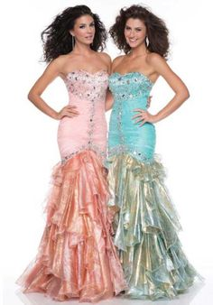 Dresses like these make me wish I could pull off the mermaid silhouette :/