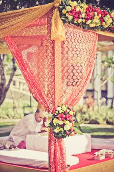 www.Bigindianwedding.com  offers some easy out-of-the-world ideas that will give flight to your dream wedding.