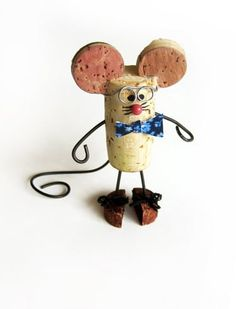 DIY Cork Mouse re-purpose wine cork craft.Made use of Grape Corks for to buy online in order to use for create undertakings like wine plug wreaths, stopper boards, wedding ceremony prefers plus much more.Corks - Make a mouse, too, and then play cat and mo Wine Craft, Wine Cork Crafts, Wine Bottle Crafts, Wine Cork Ornaments, Christmas Ornaments, Snowman Ornaments, Christmas Tree, Diy Cork, Wine Cork Art