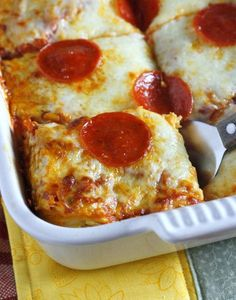 This easy pizza spaghetti bake combines two traditional favorites in one delicious (and easy to make) casserole! You are going to love this pizza spaghetti bake! This quick and easy meal combines two Pizza Recipes, Dinner Recipes, Cooking Recipes, Pepperoni Recipes, Casserole Spaghetti, Pizza Casserole, Pizza Baked Spaghetti, Spaghetti Bake Recipe Easy, Left Over Spaghetti Recipes