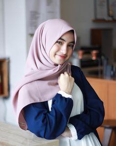 Beautiful Hijab is Looking For a Partner For Life - Setahunbaru Beautiful Hijab, Pashmina Scarf, Hijab Fashion, Asian, Pretty, Shawl, Entrepreneur, Life, Style