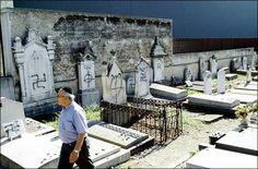 AGENCIA DE NOTICIAS ENLACE JUDÍO MÉXICO Ocurrió en el cementerio judío de Manchester. Según relataron integrantes de la comunidad judía, decenas de lapidas fueron destruidas y también fueron rociad…