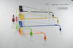 Lampe applique potence série Pep's. Orientable de droite à gauche sur 180° . Une cordelette de la couleurs de la lampes maintient le bras. Fabriquée dans notre atelier est - 17147728