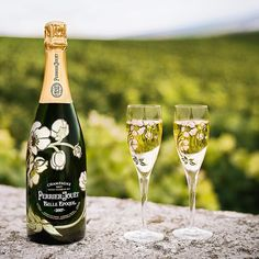 Since the beginning of the Art Nouveau movement @perrierjouet has been wrapping up their timeless champagnes in the loveliest of bottles. #clickthelinkinmybio for our latest post in our Summer Series. #champagne #instadrink #tgif #artnouveau #anemones #Perrier-Jouët #champagnelife