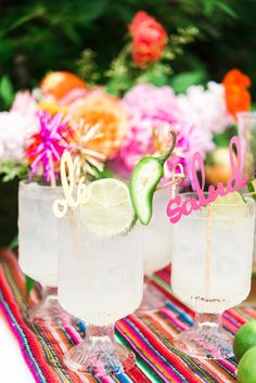 Guide to Throwing a Mexican Themed Party - Pizzazzerie Guide to throwing a Mexican Themed Party with full menu (food and drink) ideas, how to set the tables, Mexican fiesta decorations and more! Mexican Fiesta Decorations, Mexican Fiesta Party, Mexican Desserts, Mexican Theme Parties, Mexican Pie, Mexican Bridal Showers, Summer Bridal Showers, Bar Mexicano, Taco Bar Wedding