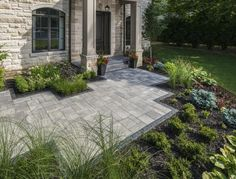 Beautiful front entrance with Bristol Valley pavers - Photos Beautiful front entrance with Bristol V Front Garden Entrance, Front Yard Patio, Garden Front Of House, Small Front Yard Landscaping, Stone Landscaping, Front Walkway, Paver Walkway, Front Porch, Yard Stones