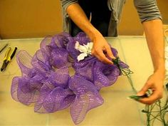 How to make a mesh wreath - 1 using round metal wreath