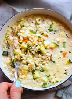 Creamy chowder loaded with fresh corn and zucchini is the best summer food! This lightened up chowder is made with fresh corn, no flour, and…