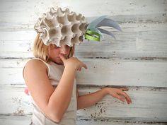 Журнал Жителей Жучков - ЯИЧНО-ШЛЯПНЫЕ РАЗВЛЕЧЕНИЯ Recycled Decor, Recycled Dress, Repurposed, Art Mat, Crazy Hats, Spring Hats, Funny Hats, Plastic Bottle Crafts, Diy Halloween Costumes For Kids