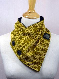 col écharpe à motif couleur jaune moutarde