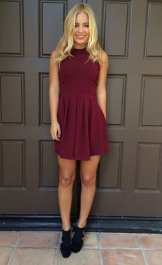 A Dainty Hooligan favorite, this dress is perfect for any affair you've got on your calendar. This adorable dress features cross back straps and a bow at the back and an invisible zipper closure at the back as well.