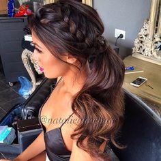 Spicing my ponytails up ! #hair by @natalieannehair #makeup @jennydo_ #face @katrinaramunni