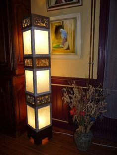 Avec des cartons, des pots de fleurs, des palettes de bois nous créons des objets utiles ou de décoration pour la maison, le jardin. Marie-Jo crée des tableaux à la peinture à l'huile.