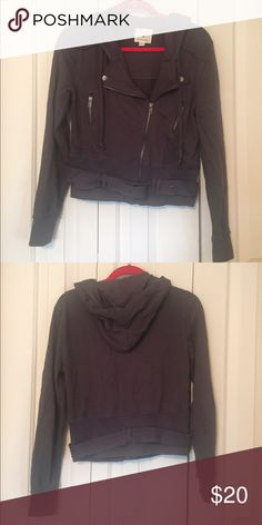 Forever 21 Jacket Great condition - only worn a handful of times! Very cute and comfortable, though it's more for fashion than warmth. Perfect for the cool, fall weather. 🍂 ➡️ always open to offers! Forever 21 Jackets & Coats