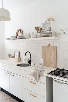 Las 5 tendencias en decoración de cocinas para el 2020 Kitchen On A Budget, Home Decor Kitchen, Kitchen Dining, Kitchen Cabinets, Kitchen Ideas, May House, American Decor, Home Interior Design, Kitchen Remodel