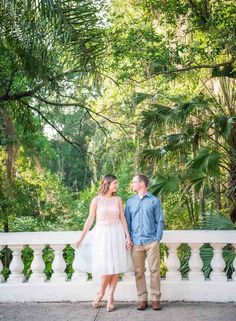 Lake Eola in Downtown Orlando Engagement Session - Photo by Christy Ofria Photography - Click pin for more - www.orangeblossombride.com