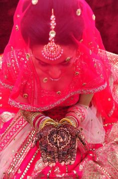 Vibrant pink lengha for a Punjabi summer wedding, with the perfect amount of details Bridal Poses, Bridal Photoshoot, Bridal Portraits, Moda India, Henna, Hand Mehndi, Wedding Hairsyles, Punjabi Bride, Sikh Bride