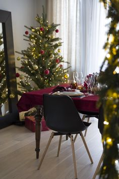 BLOG: mariannedebourg.no / Instagram: @mariannedebourg About Me Blog, Christmas Tree, Elegant, Holiday Decor, Instagram, Home Decor, Teal Christmas Tree, Classy, Decoration Home
