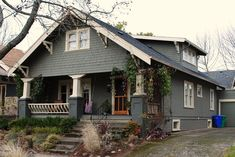 Daily Bungalow - Portland, OR - Hawthorne Neighborhood Bungalow Exterior, Craftsman Exterior, Bungalow Homes, Craftsman Bungalows, Exterior House Colors, Exterior Paint, Craftsman Style, Craftsman Windows, Craftsman Houses