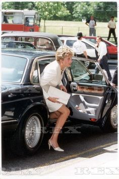 June 29 1993 Princess Diana Arrives At Charity Lunch For The Chicken Shed Theatre Company At The Dorchester.