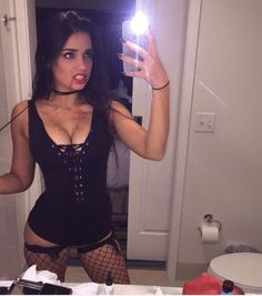 20 fantasias para quem prefere paquerar do que assustar - Disfraces - Hot Halloween Costumes, Halloween Kostüm, Couple Halloween, Halloween Outfits, Playboy Bunny Costume Halloween, Halloween College, Sexy Vampire Costume, Angel Of Death Costume, Black Angel Costume