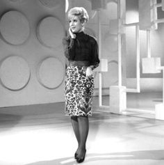 Dusty Springfield performing Wishin' and Hopin' with the Merseybeats. 60s Music, Music Icon, Call Dusty, Halloween Pin Up, Dusty Springfield, Vintage Stockings, Some Like It Hot, In Pantyhose, Beautiful Soul