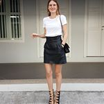 It?s officially Fridaaaay! Cheers to making it through another week! We know a basic white tee might not be your first choice when it comes to dolling yourself up on a Friday, but here we have @mathildeth showing us how you can spice up a basic white tee on Friday nights by simply pairing it with a leather skirt, statement earrings and a pair of killer heels. Tip: Switch the heels out for a pair of sneakers for a more comfortable daytime look! #fashionchallenge #fashionchallengefriday #whitetee French Word Tattoos, Sound Wave Tattoo, Phrase Tattoos, Tatoos, French Words, French Phrases, Chinese New Year Decorations, Friday Nights, Killer Heels