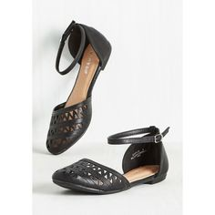 Quip to My Lou Flat (2,345 INR) ❤ liked on Polyvore featuring shoes, flats, ballet flat, black, flat, ankle strap flats, cut out flats, black cut out flats, black flat shoes and vegan shoes