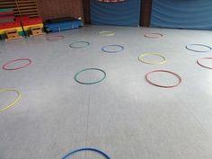 Playing with gymnastics hoops for space orientation – hoops … - Kinderspiele Kindergarten Prep, Gymnastics, Oriental, Kids Rugs, Play, Alter, Rapunzel, Training, Posts