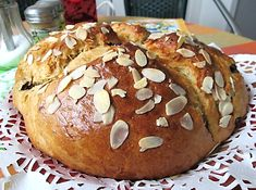 Další z receptů prezentovaných Láďou Hruškou, tentokrát na staročeský nekynutý mazanec. Hamburger, Cupcake, Cheesecake, Food And Drink, Easter, Bread, Ds, Projects, Breads