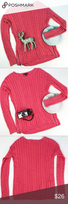 "American Eagle Coral Cable Knit Sweater Zippers American Eagle coral salmon pink  sweater, cable knit with decorative zippers at the sides. Size small. Underarm to underarm: 19"" Length, shoulder seam to hem: 27"" (inventory I6) American Eagle Outfitters Sweaters Crew & Scoop Necks"