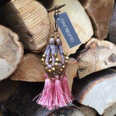 Grosse Hippie Tassel Ohrringe in Altrosa und Taupe  von GUDBLING