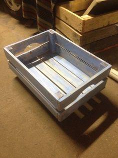 Caja de madera azul pastel