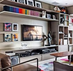 Unique ideas for some great TV wall decor! Transform your home with the help of our inspiring images and see some amazing TV wall design taking place! Living Room Tv, Home And Living, Living Spaces, Small Living, Bookshelf Living Room, Modern Living, Muebles Living, Tv Wall Decor, Sweet Home